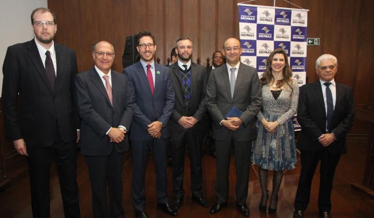 Governador Geraldo Alckmin sanciona PLC 64/15 e PL 786/16